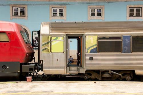 Δωρεάν στοκ φωτογραφιών με άνθρωπος, ατμομηχανή, βαγόνι, γραμμές τρένου