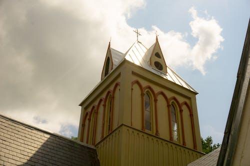 çan kulesi, çarpı, din, Gotik içeren Ücretsiz stok fotoğraf