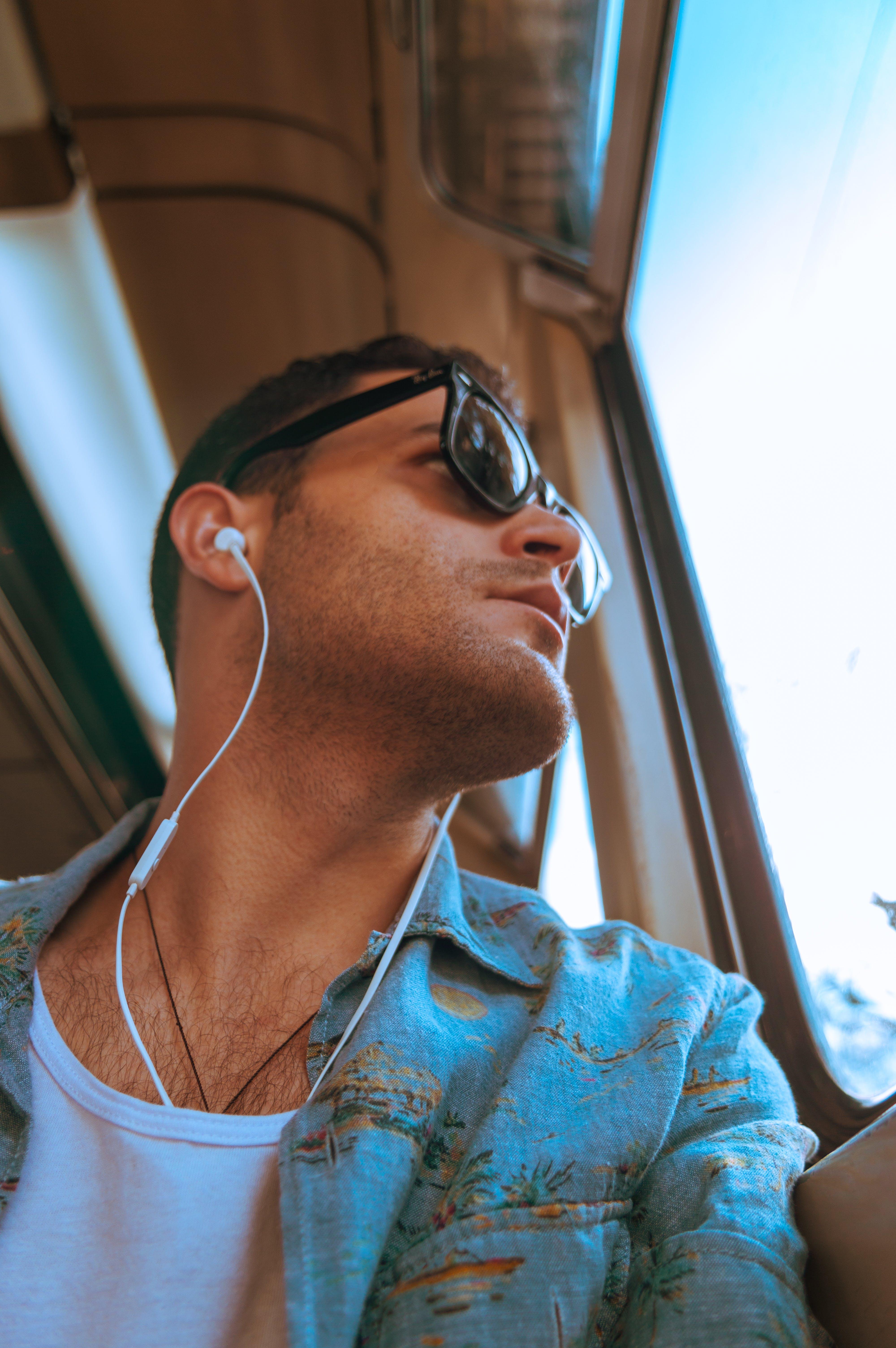 人, 休閒, 低角度拍攝, 傾聽 的 免费素材照片