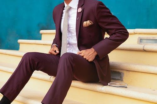 Kostenloses Stock Foto zu anstecknadel, anzug, designeranzug, erwachsener