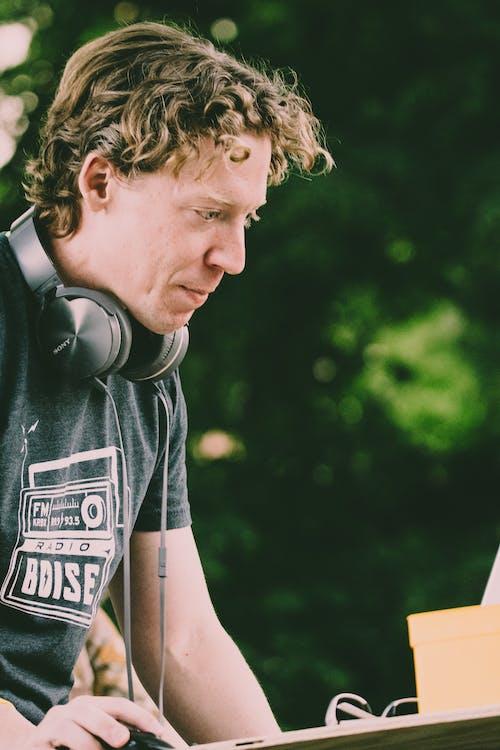DJ, 人, 休閒, 嚴肅 的 免費圖庫相片