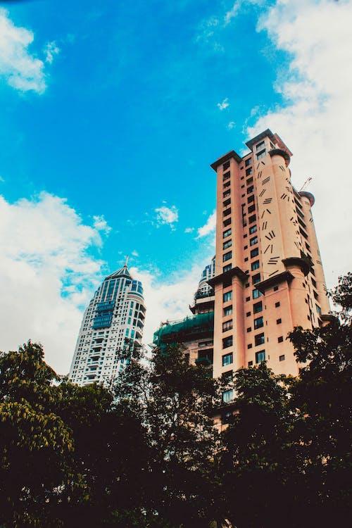 Fotobanka sbezplatnými fotkami na tému #cityscape, budovy, modrá obloha