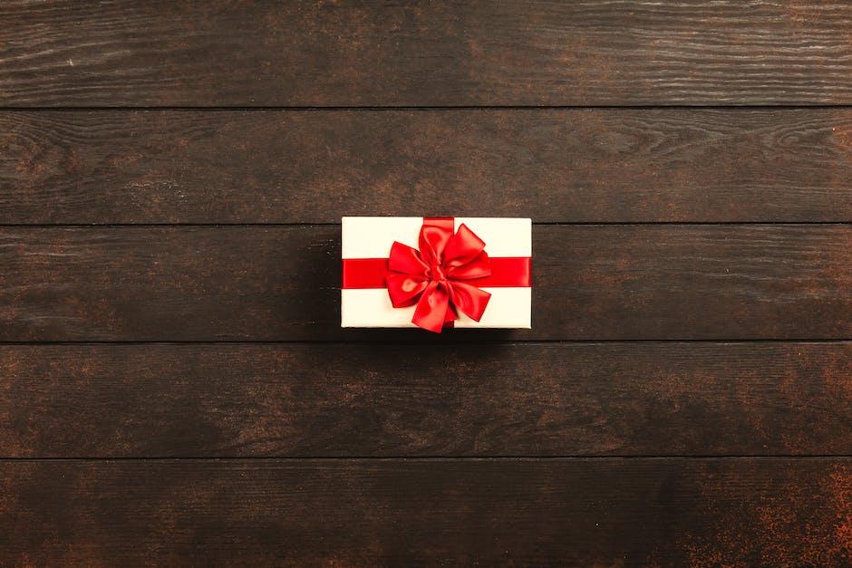 Rectangular white and red gift box