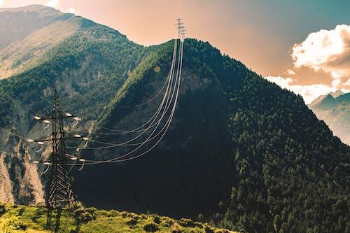 dağ, doğa, elektrik, elektrik direkleri içeren Ücretsiz stok fotoğraf