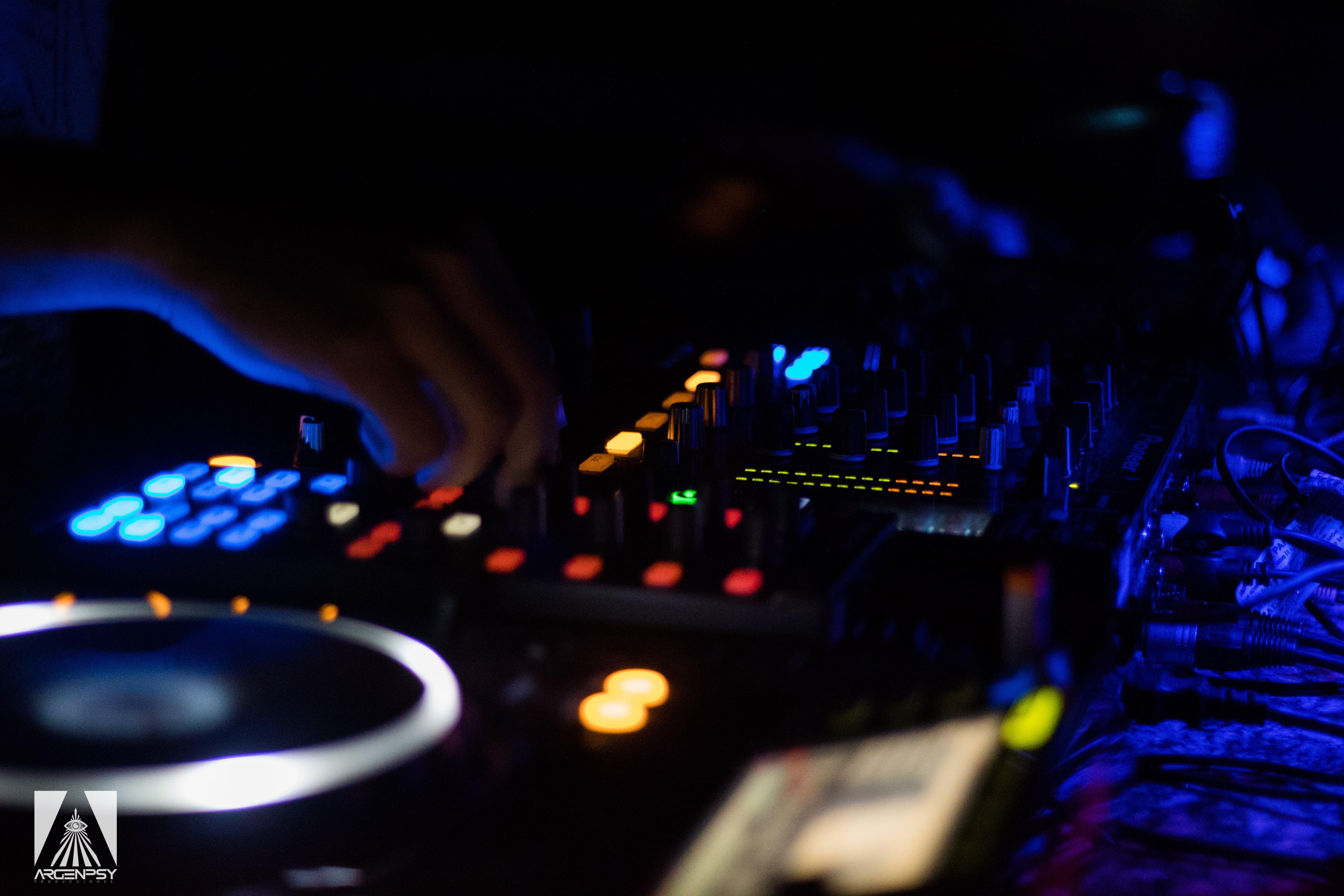 Gratis lagerfoto af DJ, DJ-mixerpult, knapper, pioner