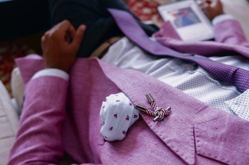 Kostenloses Stock Foto zu anzug, designeranzüge, drinnen, fashion