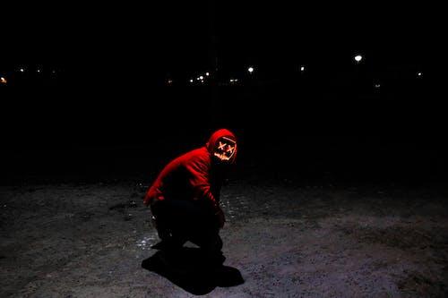Základová fotografie zdarma na téma mikina skapucí, muž, osoba, tmavý