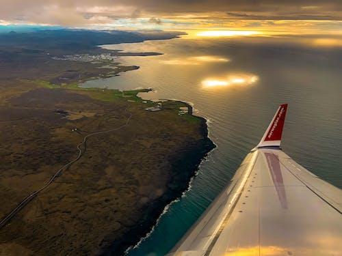Kostenloses Stock Foto zu beeindruckend, flug, flugzeugflügel, himmel