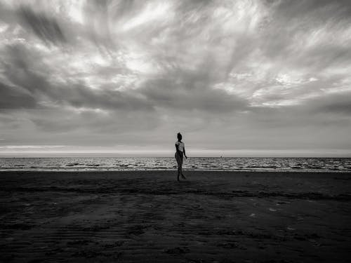 Безкоштовне стокове фото на тему «берег моря, вода, Дівчина, краєвид»