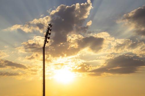 akşam, altın saat, arkadan aydınlatılmış, bulutlar içeren Ücretsiz stok fotoğraf
