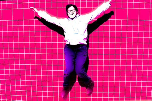 Kostnadsfri bild av hoppa, kakel, leende, rosa bakgrund