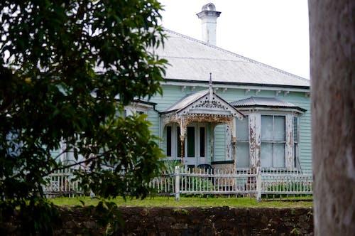 Kostnadsfri bild av blå, byggnad, dold, gammalt hus