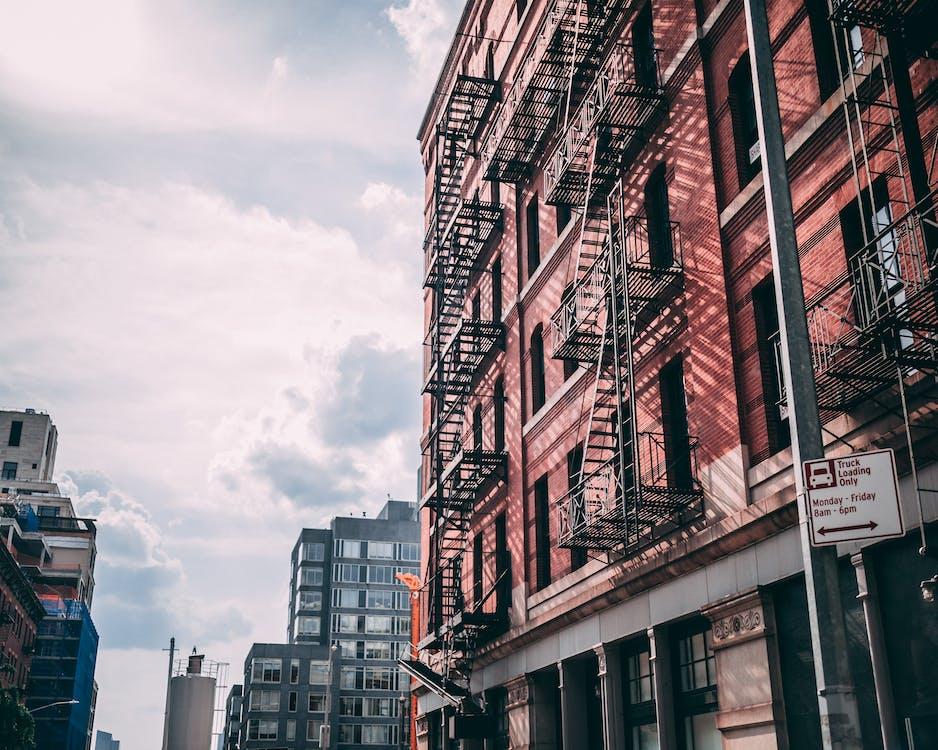 alacsony szögű felvétel, belváros, építészet
