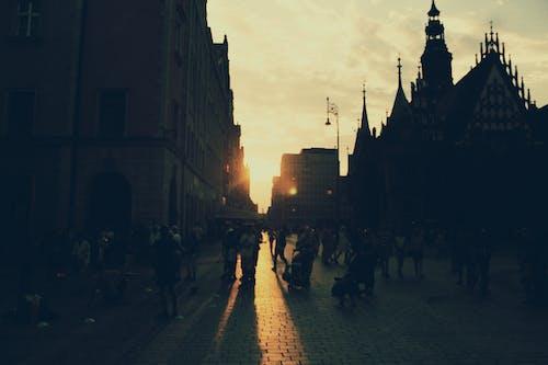 Ilmainen kuvapankkikuva tunnisteilla aamu, arkkitehtuuri, auringonlasku, ihmiset