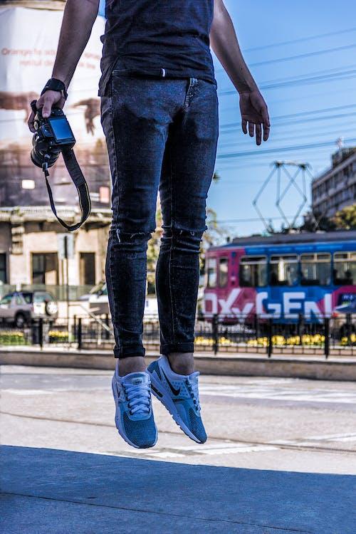adam, kamera, kişi, sokak içeren Ücretsiz stok fotoğraf