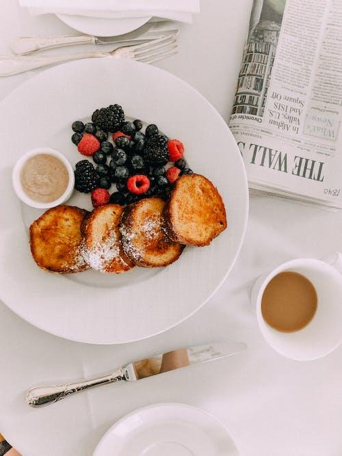 Foto stok gratis buah-buahan, garpu, kopi, lezat