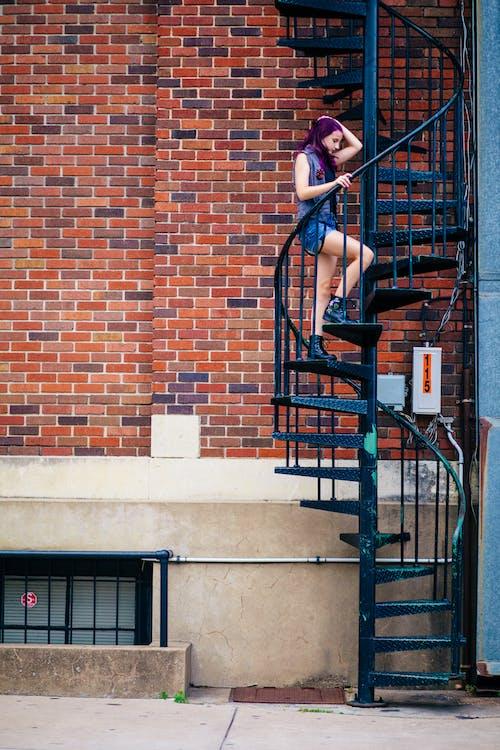 コンクリート, らせん階段, レンガ, れんが壁の無料の写真素材