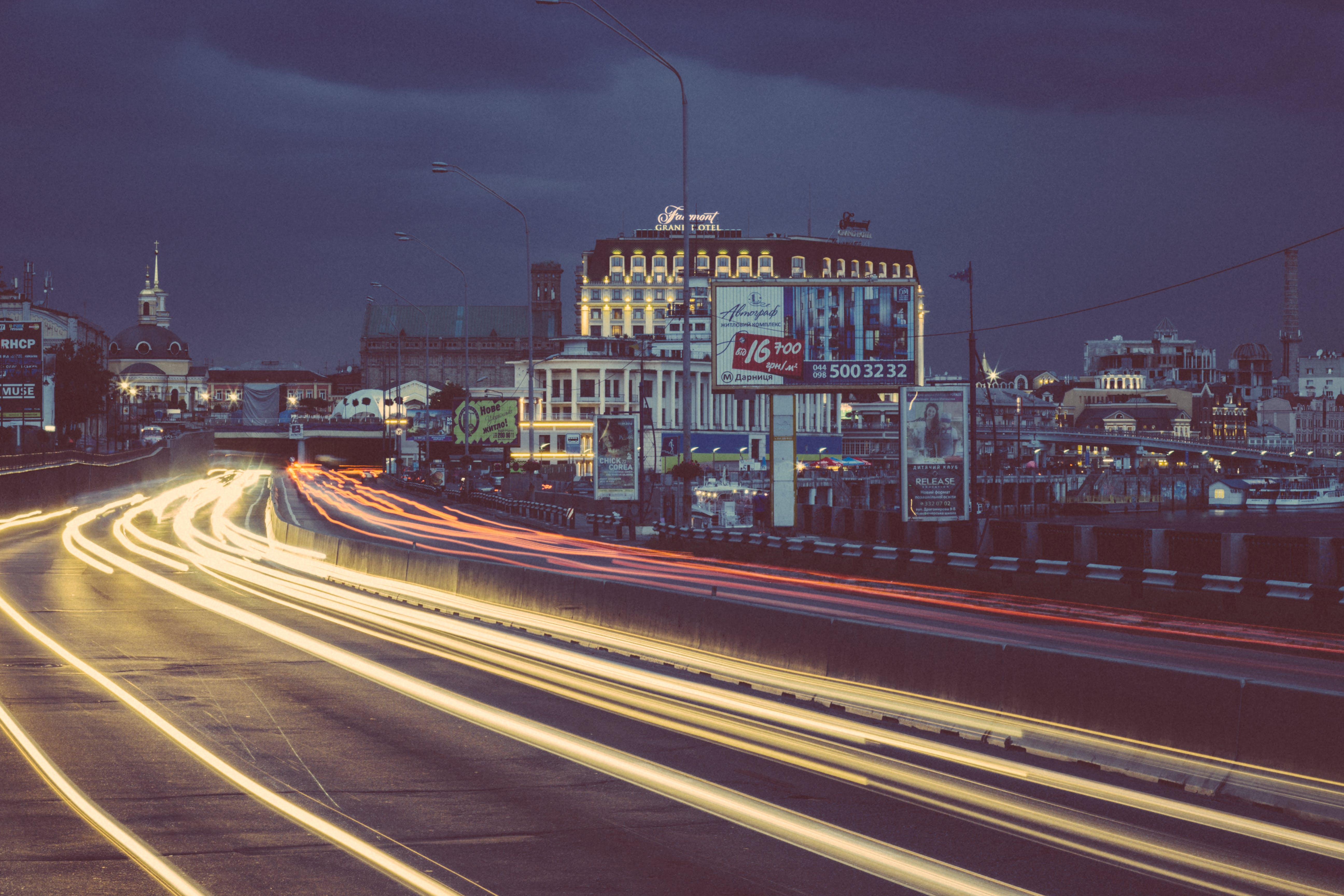 Immagine gratuita di cielo, città, edifici, fasci di luce