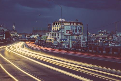 Darmowe zdjęcie z galerii z budynki, droga, miasto, most