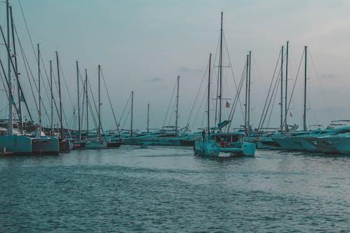 Безкоштовне стокове фото на тему «вода, корабель, море, яхта»