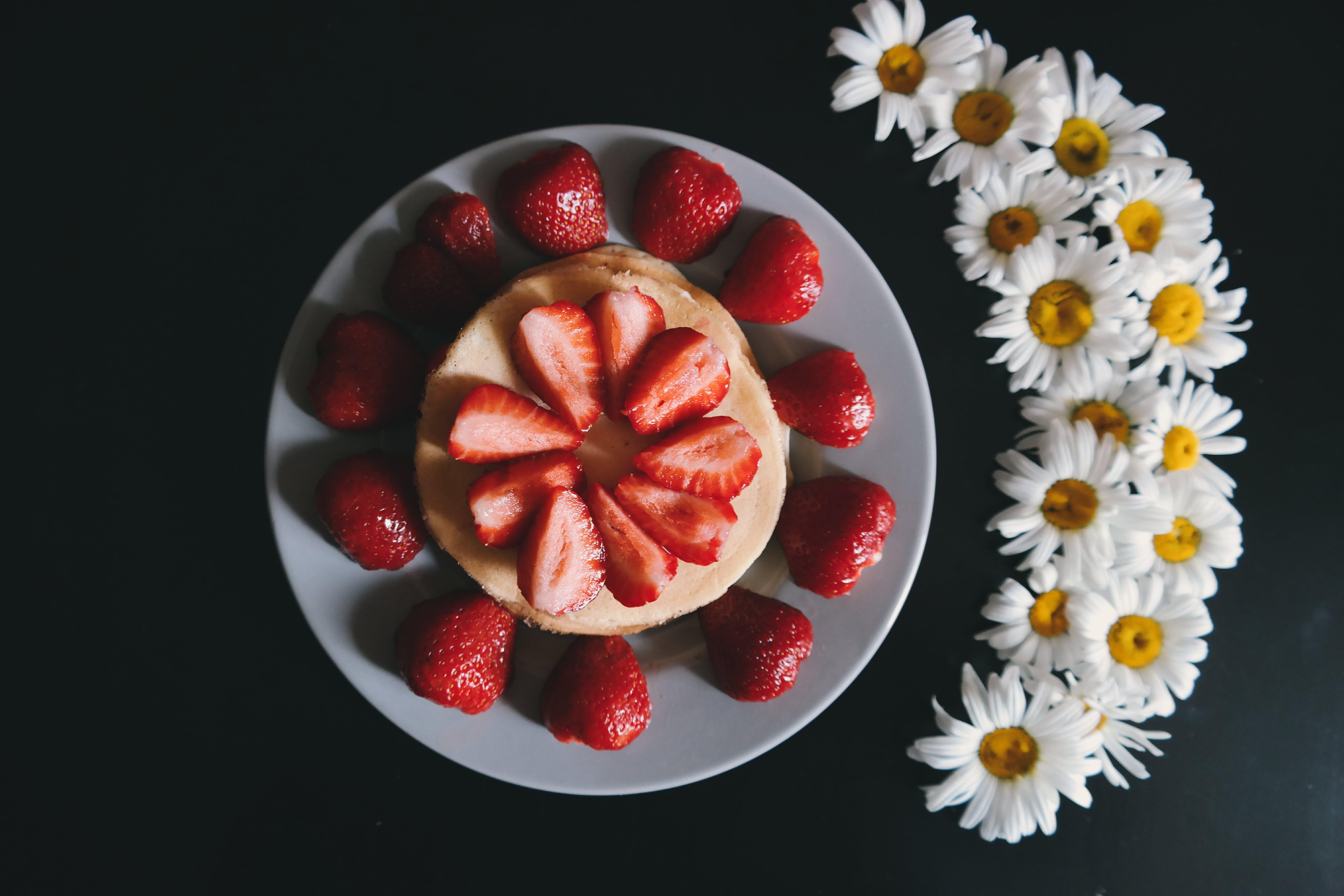 Kostenloses Stock Foto zu beeren, blumen, draufsicht, erdbeeren