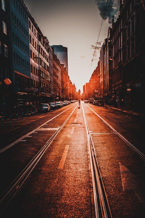 Darmowe zdjęcie z galerii z architektura, budynki, droga, kolory
