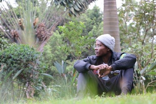 Ingyenes stockfotó fák, fekete férfi, Férfi, fesztelen témában