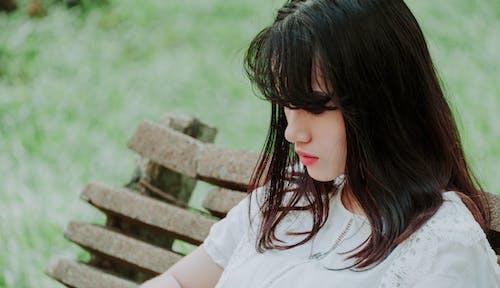 Gratis arkivbilde med asiatisk jente, asiatisk kvinne, avslapping, benk