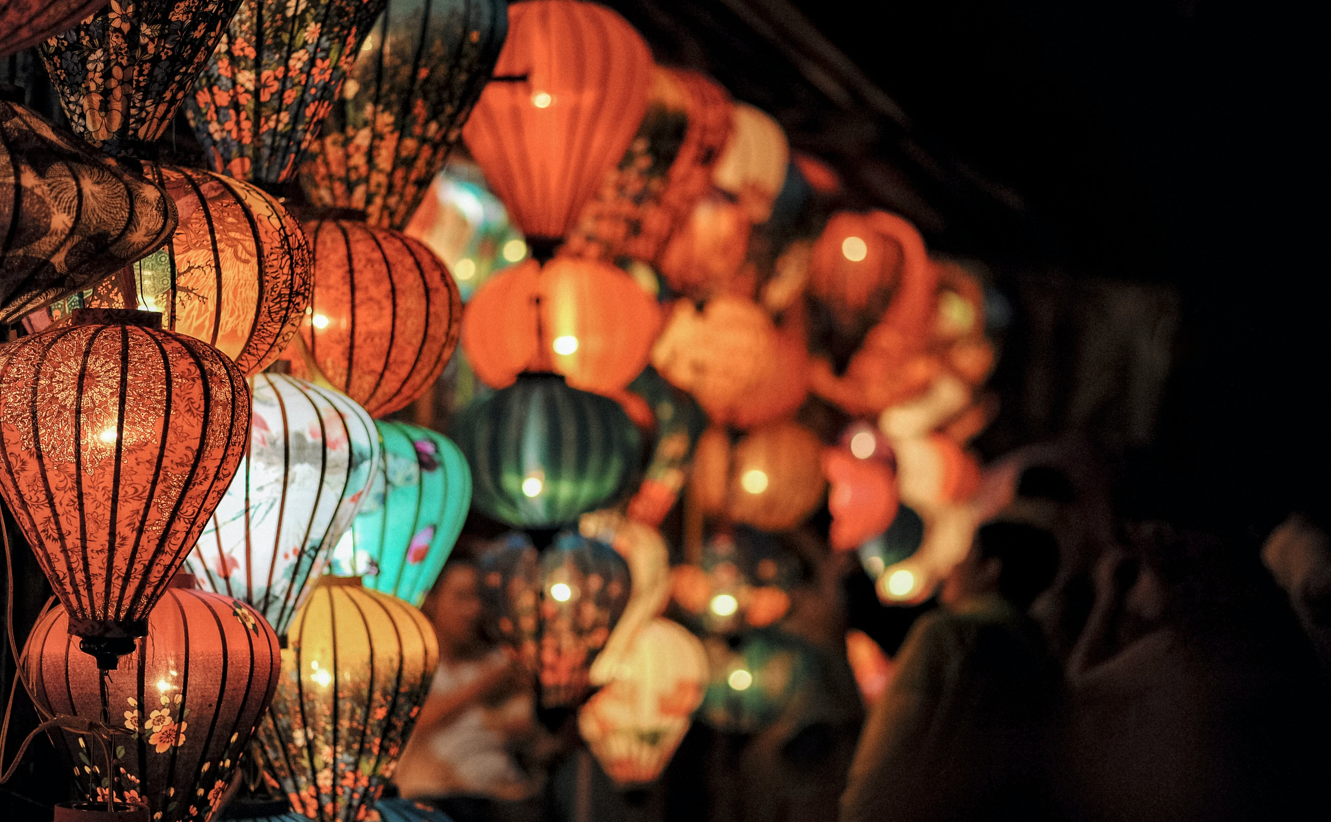 Selective Focus Photography of Lanterns