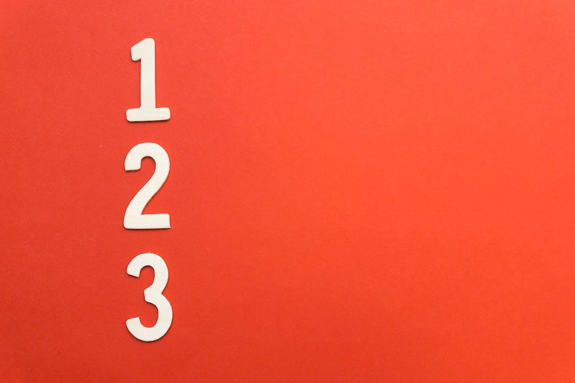 červené pozadí, čísla, koncept