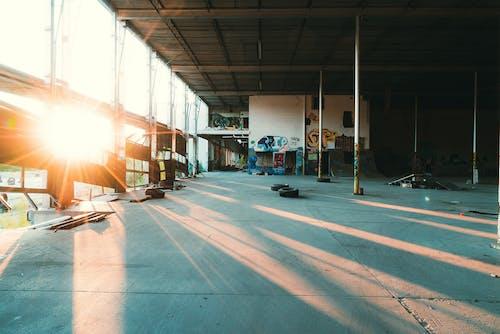 Gratis lagerfoto af arkitektur, bygning, dæk, dagslys