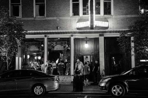 Photos gratuites de bar, garé, gens, noir et blanc