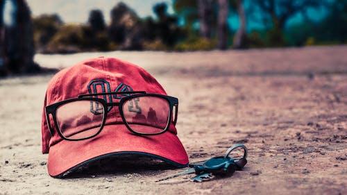 Fotobanka sbezplatnými fotkami na tému 4, červená čiapka, čiapka, exteriér