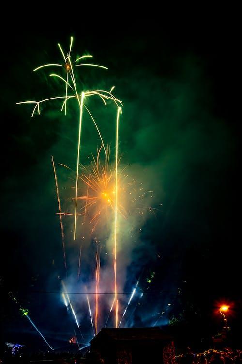 celebrare, celebrazione, esplodere
