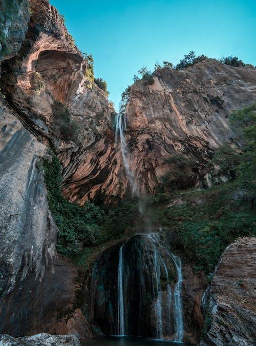 Fotos de stock gratuitas de cascada, cascadas, escénico, foto de ángulo bajo
