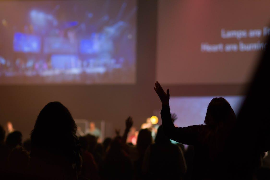การร้องเพลง, คอนเสิร์ต, นมัสการ