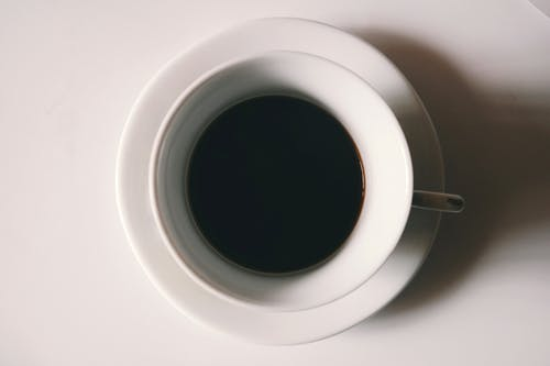 Darmowe zdjęcie z galerii z biały, cappuccino, ciemny, czarna kawa