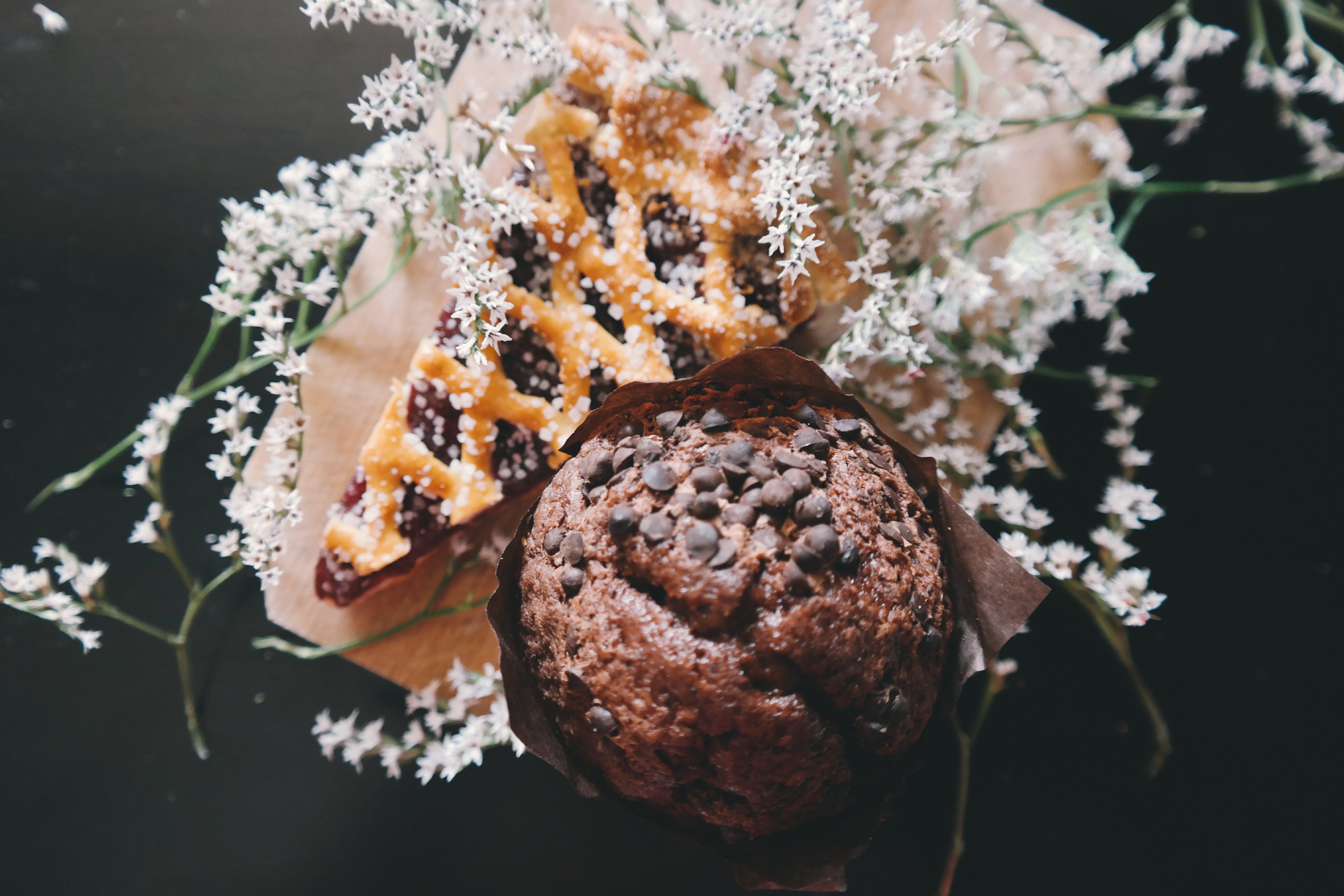 chocolate muffin, desserts, flowers