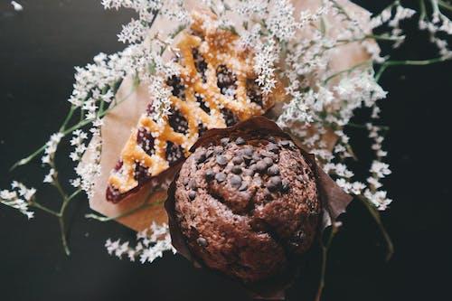 Immagine gratuita di cibo, dolci, fiori, muffin