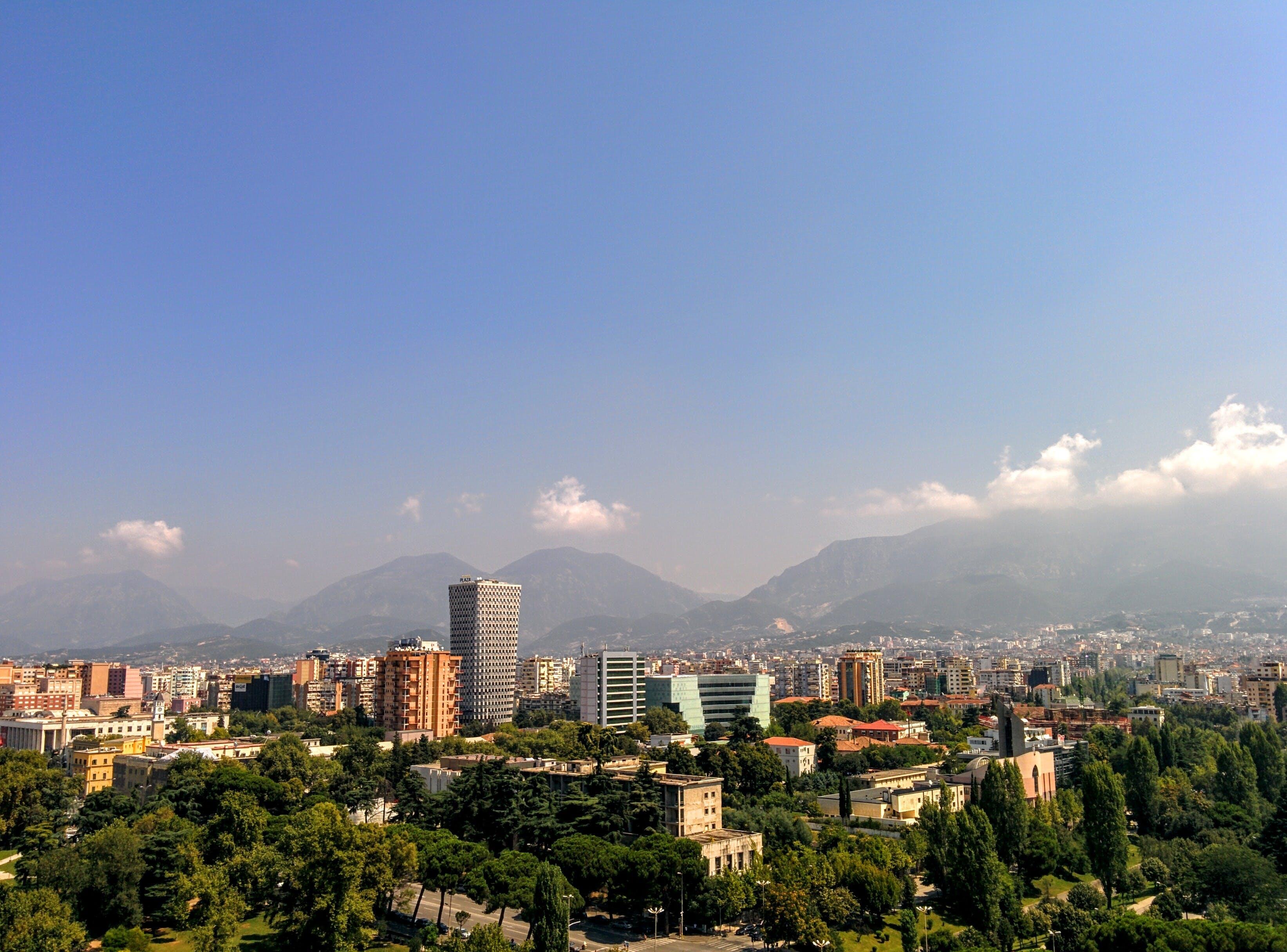 Gratis stockfoto met Albanië, architectuur, bergen, binnenstad