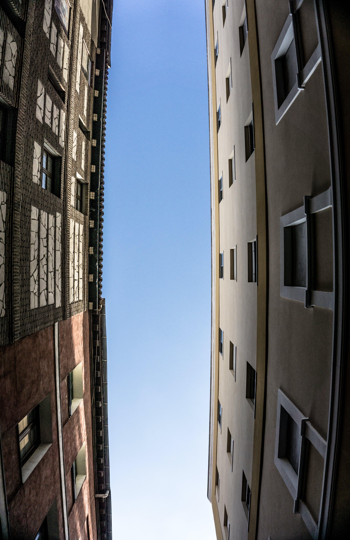 Gratis lagerfoto af arkitektdesign, arkitektur, blå himmel, by