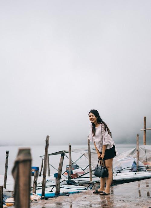 Kostnadsfri bild av asiatisk kvinna, brygga, dagsljus