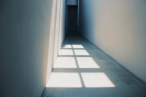 Gratis stockfoto met binnen, binnenshuis, deur, eigentijds