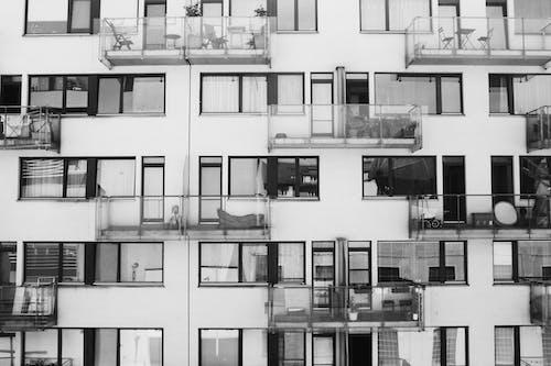 Kostenloses Stock Foto zu apartments, architektur, außen, balkone