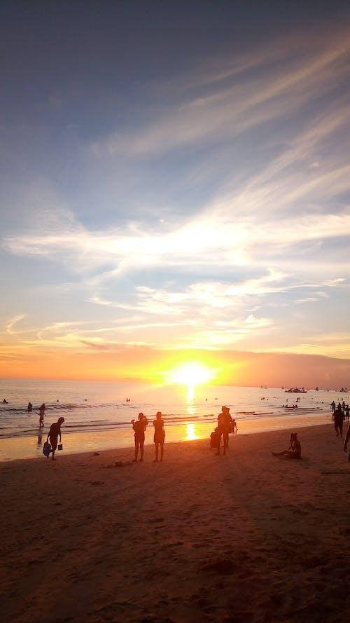 Photos gratuites de coucher de soleil, gens, jaune, nuages