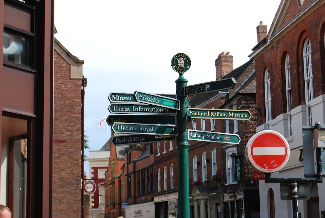 Green Road Signage