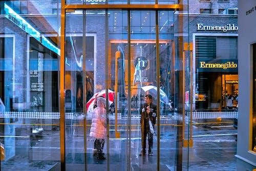 Foto profissional grátis de azul, chuva, dourado, entrada