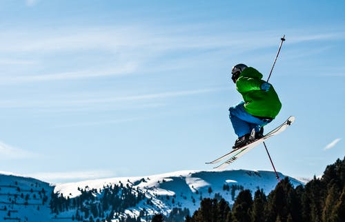 Fotos de stock gratuitas de Alpes, esquí, saltando, saltar