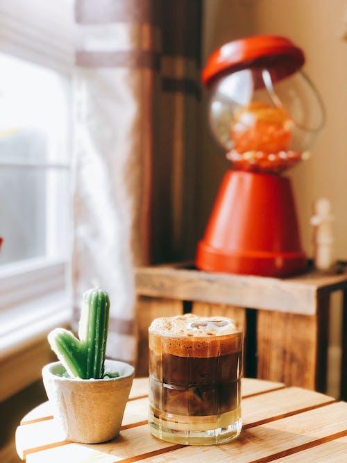 Foto stok gratis berbayang, berfokus, dalam ruangan, gelas minum