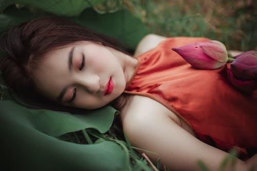 Gratis lagerfoto af asiatisk kvinde, Asiatisk pige, blomst